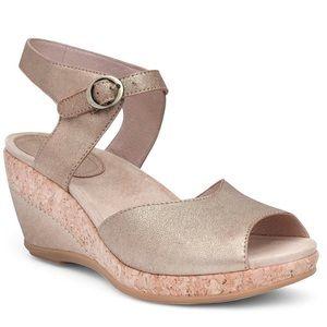 Dansko Charlotte Gold leather wedged sandals 9.5